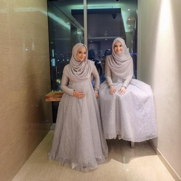 Kwikku, Selanjutnya Zaskia dan Shireen juga terlihat cantik dengan balutan dress berwarna silver