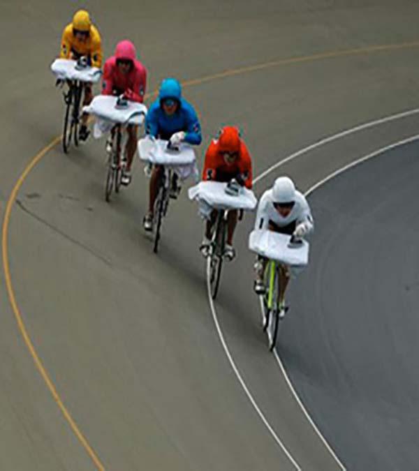 Kwikku, Hal gokil yang bisa terjadi di arena balap sepeda adalah berikut ini lomba menyetrika sambil bersepeda