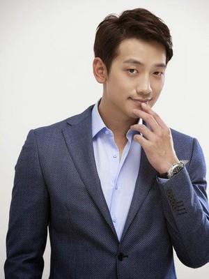 Kwikku, Lagu LA Song milik Rain pernah dibuat parodi oleh haternya dan menganggap lagu tersebut mirip lagu trot Tae Jih Ah Kemudian Rain malah mengajak Tae Jin Ah untuk tampil di panggung bersama dan membuktikan celaan haters tersebut tidak membuatnya terp