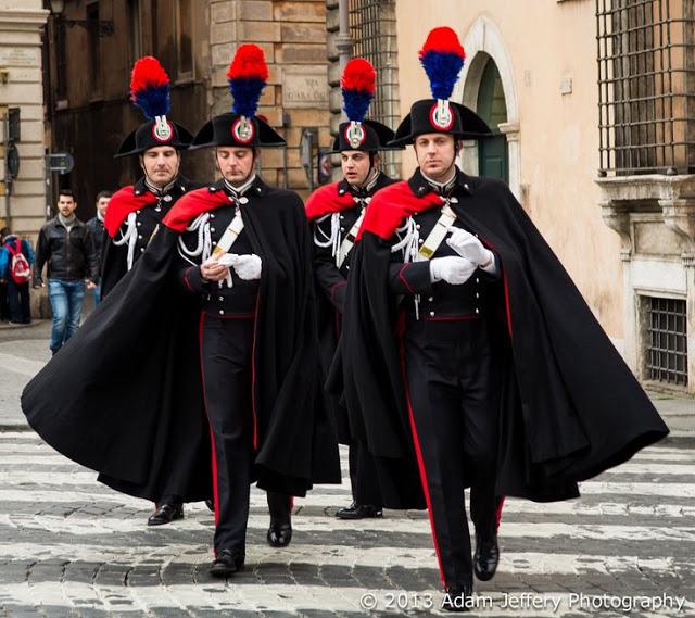 Kwikku, Pasukan keamanan asal Italia ini disebut Carabibieri mereka tampak memiliki seragam yang menarik mirip Zorro