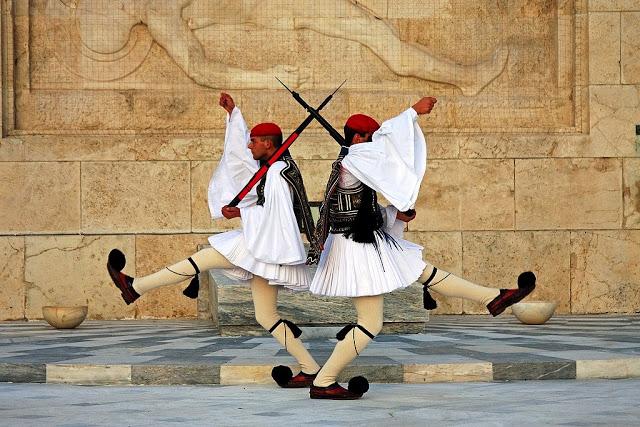 Kwikku, Selanjutnya ada Evzones pasukan yang berasal dari Yunani Seragam mereka keren bukan Hampir seperti kostum balet
