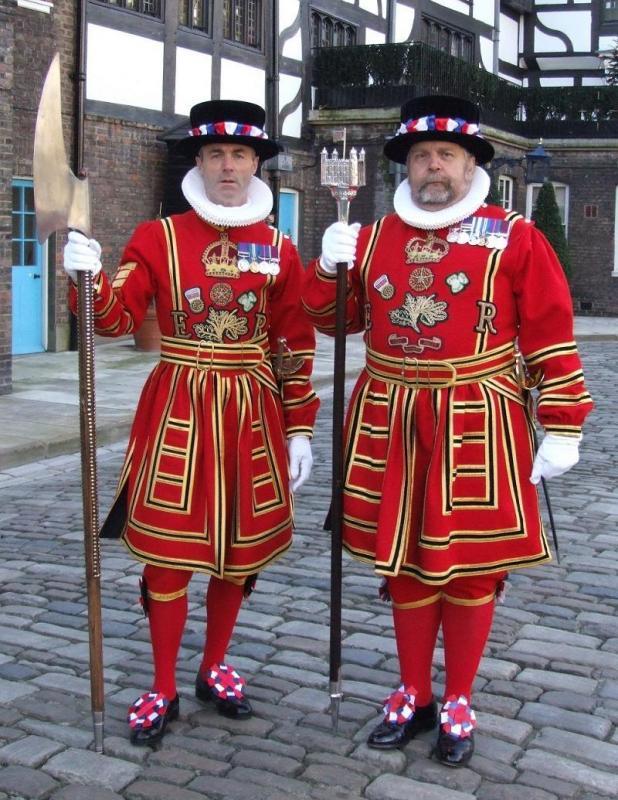 Kwikku, Inggris yang merupakan negara monarki memiliki penjaga yang selalu stay dengan seragam merahnya yang gagah seperti ini