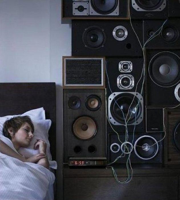 Kwikku, Salah satu cara biar langsung melek dengan menyambungkan alarm ke speaker seperti ini
