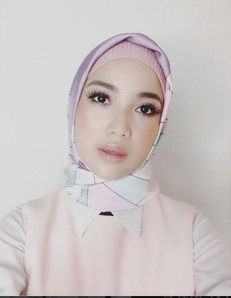 Kwikku, Well inilah penampilan canatik Chacha Frederica terbaru yang mengenakan hijab Dengan padu padan warna pastel yang cerah menjadikan aura Chacha Frederica semakin terpancar
