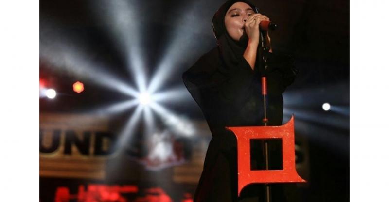 Kwikku, Saat sudah pulang dan manggung tantri terlihat konsisten dengan tetap memakai hijab saat bernyanyi diatas panggung