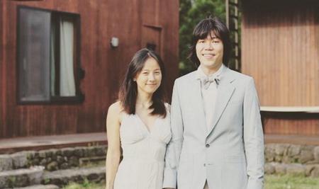 Kwikku, Raelity show Hyoris Bed and Breakfast menampilkan kegiatan seharihari pasangan Hyori dan Lee Sang Soon Dari acara tersebut tampak banget kalau Lee Sang Soon merupakan suami yang romantis