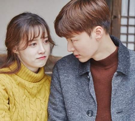 Kwikku, Meskipun Ahn Jae Hyun lebih muda dari istrinya Goo Hye Sun ia tampak lebih dewasa dan bisa memperlakukan istrinya dengan baik seperti di acara Newlywed Diary