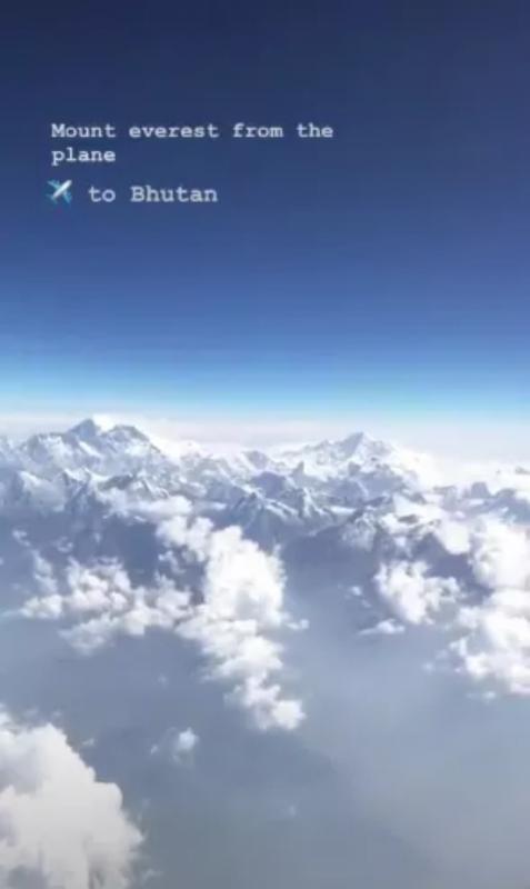 Kwikku, Beberapa waktu lalu Nikita Willy tampak sedang berlibur ke Bhutan bersama kekasihnya Saat berada di pesawat ia nggak lupa membagikan momen serunya ditengah awan putih