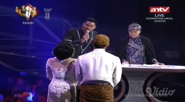 Kwikku, Namanya juga live di TV pasti ada pemandu acaranya ya