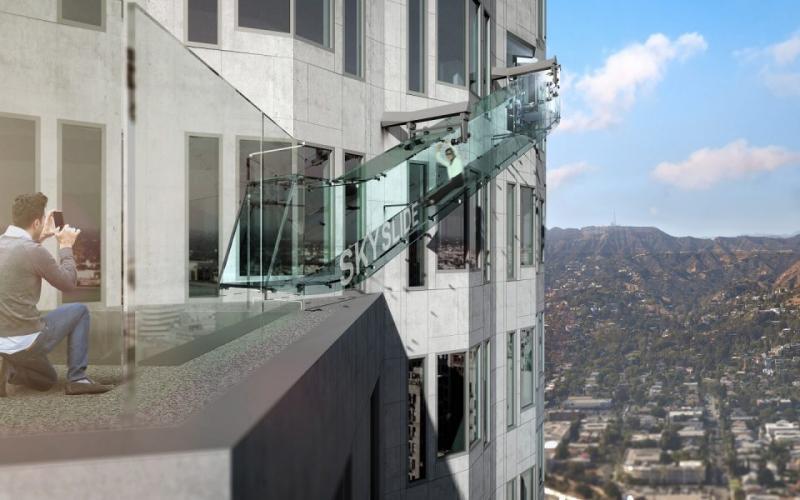 Kwikku, Salah satu bangunan di Los Angeles Amerika Serikat membuat seluncuran diluar gedung dengan lapisan kaca tebal Saat mencoba seluncuran ini dijamin akan bisa melihat pemandangan yang menakjubkan
