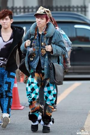 Kwikku, Meskipun memiliki selera fashion yang nyentrik style Dongwoo Infinite ini malah terlihat lebay dengan banyak aksesoris yang ia pakai Belum lagi motif celananya yang terlihat menonjol