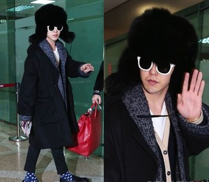 Kwikku, Bukan GD namanya kalau nggak nyentrik ia terlihat percaya diri dengan pakaian berlapislapis yang ia gunakan Belum lagi topi fur yang menjulang tinggi itu