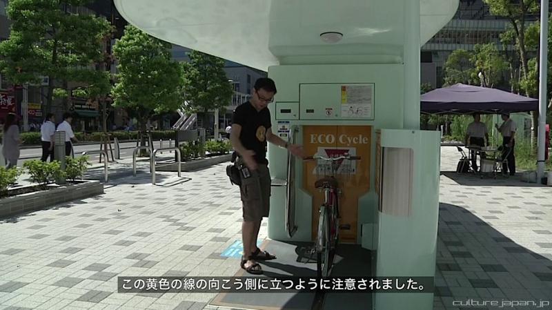 Kwikku, Beginilah penampakan tempat parkir super canggih tersebut kelihatannya memang nggak ada yang istimewa ya gaes Namun dibalik pintu tersebut tersimpan banyak sepeda yang tertata dengan rapi