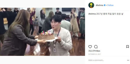 Kwikku, IU dikenal sebagai salah satu artis yang dekat dengan managernya Saat sang manager berulang tahun IU nggak segan untuk memberikan kejutan manis loh