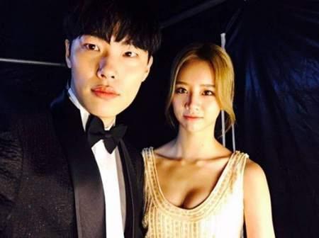 Kwikku, Pasangan yang terjalin karena cinlok di drama Reply  Ryu Jun Yeol dan Hyeri Girls Day ini terpaut usia  tahun
