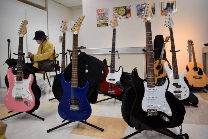 Kwikku, Ini adalah penampakan penemuan gitar yang sudah tak punya majikan