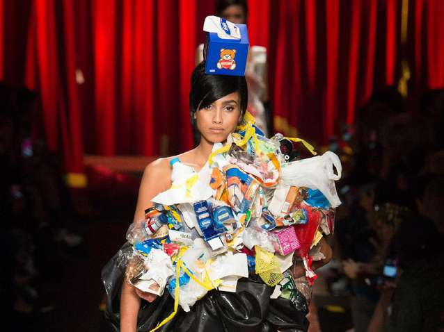 Kwikku, Pada acara Milan Fashion Week Fall  lalu desainer Jeremi Scott membuat tema fashion sampah dengan koleksi high end yang seperti daur ulan dari berbagai kardus bekas makanan