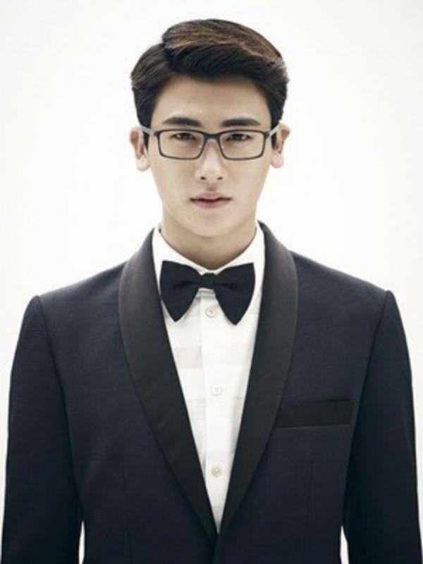 Kwikku, Park Hyung Sik yang dekat dengan manajernya pernah dibully oleh temannya yang sesama trainee Mereka menganggap Park Hyung Sik adalah penjilat Saat makan atau pun sedang beristirahat tidak ada yang menghiraukan Park Hyung Sik pada saat itu