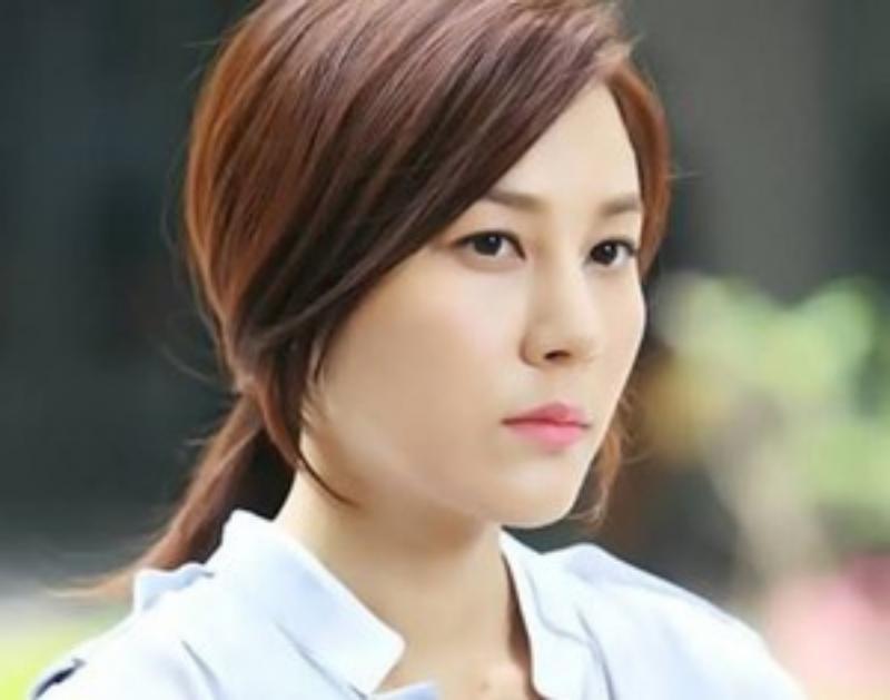 Kwikku, Kim Ha Neul sering dianggap sombong oleh temantemannya karena sifatnya yang introvert Saat Kim Ha Neul memulai percakapan temantemannya malah menganggap Ha Neul memelototinya Dari sanalah kesalahpahaman dimulai