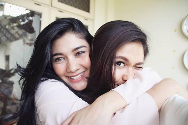 Kwikku, Talenta akting yang dimiliki Nana dan Naysilla Mirdad tampaknya berasal dari ibunya ya gaes Pasalnya  artis ini sudah aktif jadi aktris sejak tahun an lalu