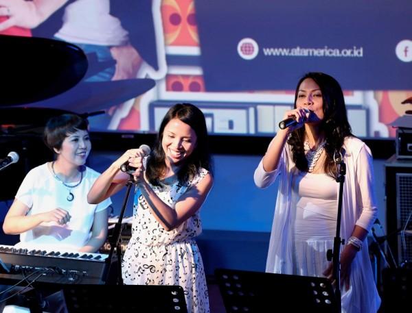 Kwikku, Dan kamu juga perlu tahu nih Dewi Lestari juga punya saudara kandung yang menjadi penyanyi Arina Mocca tepatnya