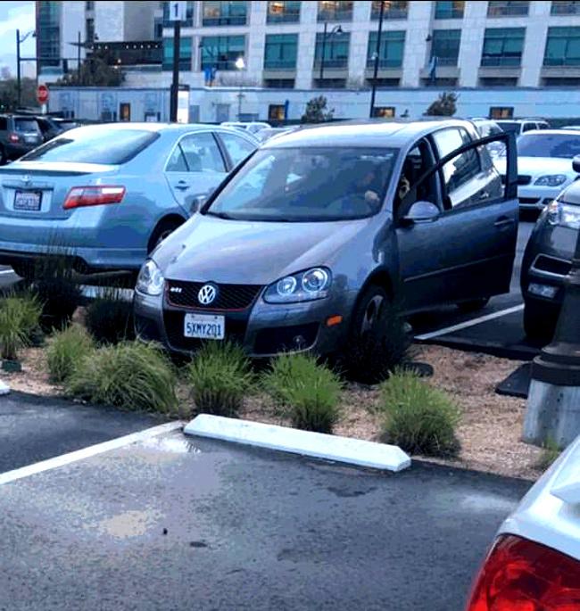 Kwikku, Apa susahnya parkir dengan benar Padahal posisi kiri kanan sudah oke tapi kenapa harus ngegas lagi sih