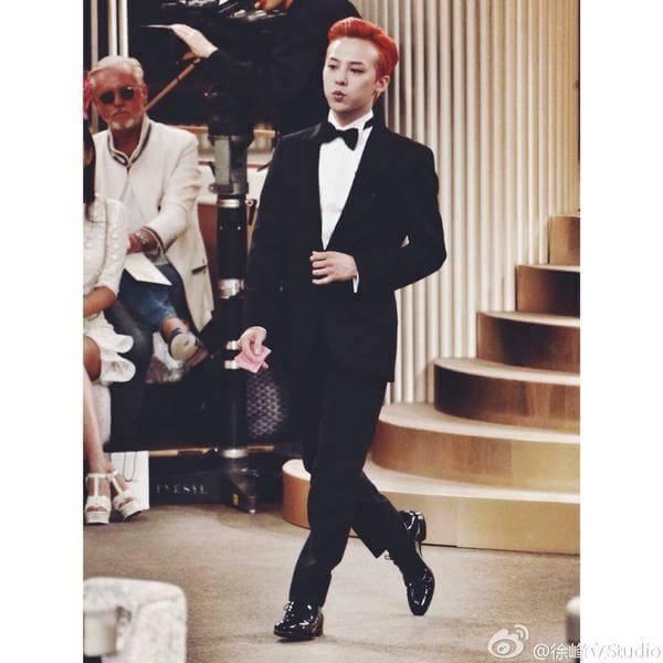 Kwikku, Gaya nyentrik GD memang selalu bikin heboh banyak orang Meskipun demikian gaya fashionnya tersebut berhasil membuat kagum para desiner dunia Buktinya GD selalu berada di baris depan berbagai acara brand Chanel