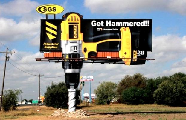 Kwikku, Billboard iklan ini sudah mirip banget dengan bor raksasa ya