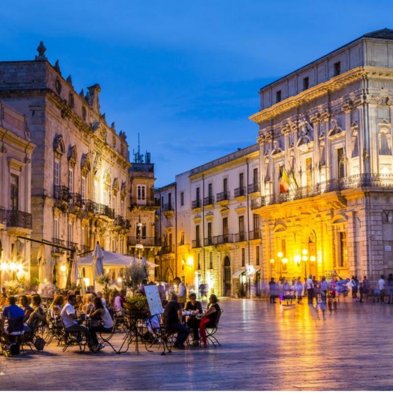 Kwikku, Meskipun Italia dikenal sebagai salah satu negara yang romantis dan menjadi destinasi wisata masyarakat dunia negara ini berada di posisi ke ada Italia dengan hutangnya yang mencapai US  miliar