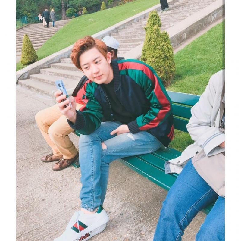 Kwikku, Saat masih SMP Chanyeol EXO suka bermain sepak bola di lapangan samping sekolahnya Akibatnya banyak murid perempuan yang datang demi melihat penampilan Chanyeol Ia juga mendapat masalah guru melarangnya bermain sepak bola karena dianggap mengganggu