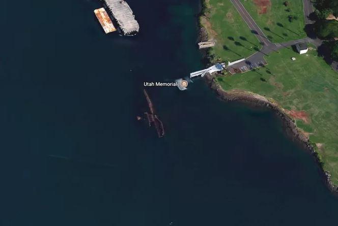 Kwikku, Penampakan kapal USS Utah yang tenggelam karena serangan bom Jepang saat Perang Dunia II di Pearl Harbour tahun