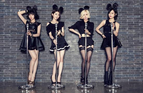 Kwikku, Bob Girls memulai debut pada Juni  dibawah agensi Chrome Entertainment Namun mereka telah bubar di tahun berikutnya pada bulan Februari