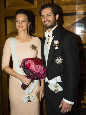 Kwikku, Sofia Hellqvist yang merupakan model yang pernah berpose panas telah dinikahi oleh Pangeran Carl Philip dari Swedia Meskipun foto masa lalu Sofia sempat jadi kontroversi cinta keduanya masih bisa dipertahankan