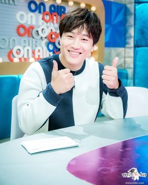 Kwikku, Saking baiknya banyak yang bilang bahwa Cha Tae Hyun tidak memiliki haters Ia pernah memberi emas kepada rekannya dan staff dalam suatu project filmnya dengan berat  gram