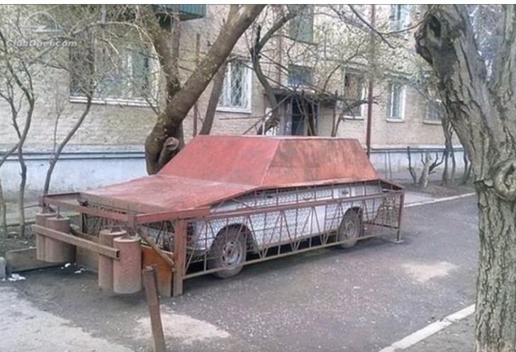 Kwikku, Entah nilai apa yang ada dibalik mobil ini tapi si pemilik niat banget bisa bikin mobilnya nggak kemanamana