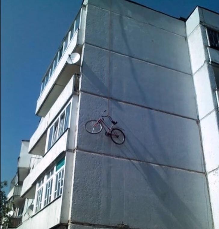 Kwikku, Bisabisanya ada yang parkir sepeda di tembok gedung Percaya deh nggak bakal ada yang ngambil