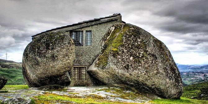 Kwikku, Rumah Batu Portugal