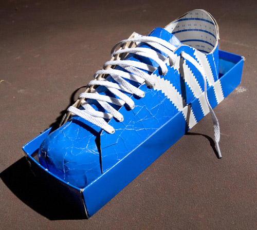Kwikku, Card Board Shoes Agak bingung juga sih cara jalannya gimana Rasanya juga kayak pakai kardus gak dipakai