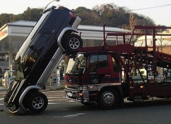 Kwikku, Ini truknya yang ngantuk apa mobilnya yang parkir sembarangan