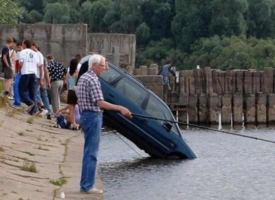Kwikku, Meskipun ada mobil masuk sungai tapi orang di sekeliling santaisantai aja tuh