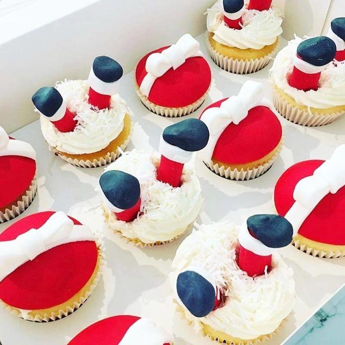 Kwikku, Cupcakes dengan cream keju serta coklat putih berbentuk kado dan kaki Santaclause ini mungkin disimpan saja Terlalu lucu