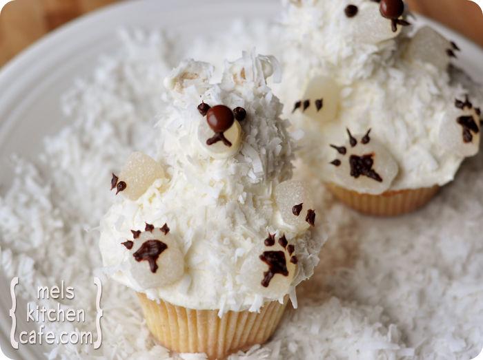 Kwikku, Bear cupcakes dihiasi dengan white cream titiktitik coklat dan keju tabur yang benarbenar menggugah selera