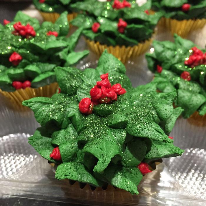 Kwikku, Green cream cupcakes dengan taburan gula halus Manis