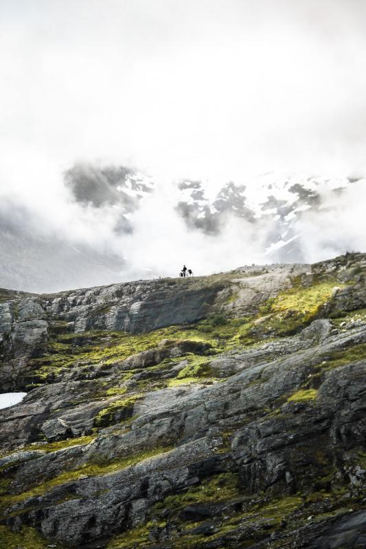 Kwikku, Melewati bukit berbatu rintangan yang tidak mudah ditaklukkan