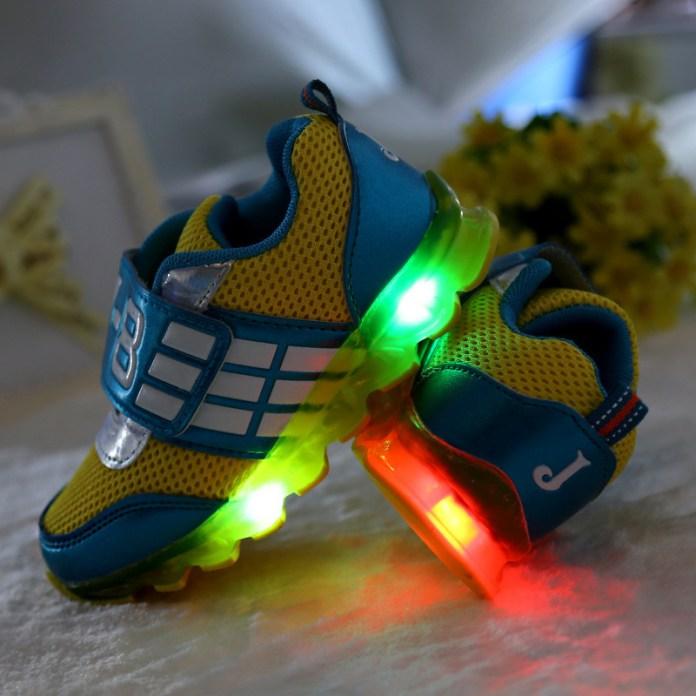 Kwikku, Sepatu Menyala