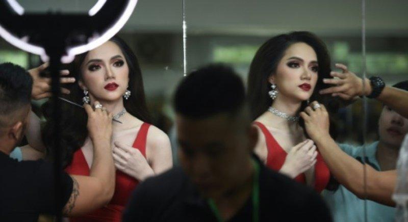 Kwikku, Giang adalah transgender wanita Vietnam pertama yang mengikuti kompetisi kecantikan ini