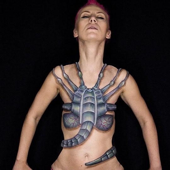 Kwikku, Bayi Xenomorph di film Alien juga ikut ia lukis
