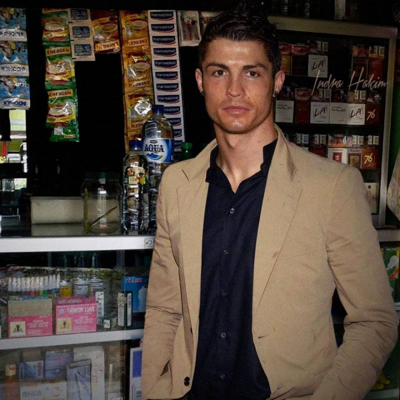 Kwikku, Butuh sabun mandi atau pasta gigi maka pemilik toko kelontongnya adalah Christiano Ronaldo