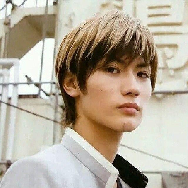 Kwikku, Usai bermain dalam film manis dan romantis Miura kembali menunjukkan kemampuannya dengan berperan sebagai Tetsuya Bitou di film Crows Zero yakni cowok sadis dan berdarah dingin Lihat deh penampilannya dingin tapi bikin gemes kan