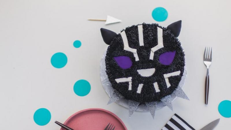 Kwikku, Kalau ini kue Black Panther imut Mirip Hello Kitty ya